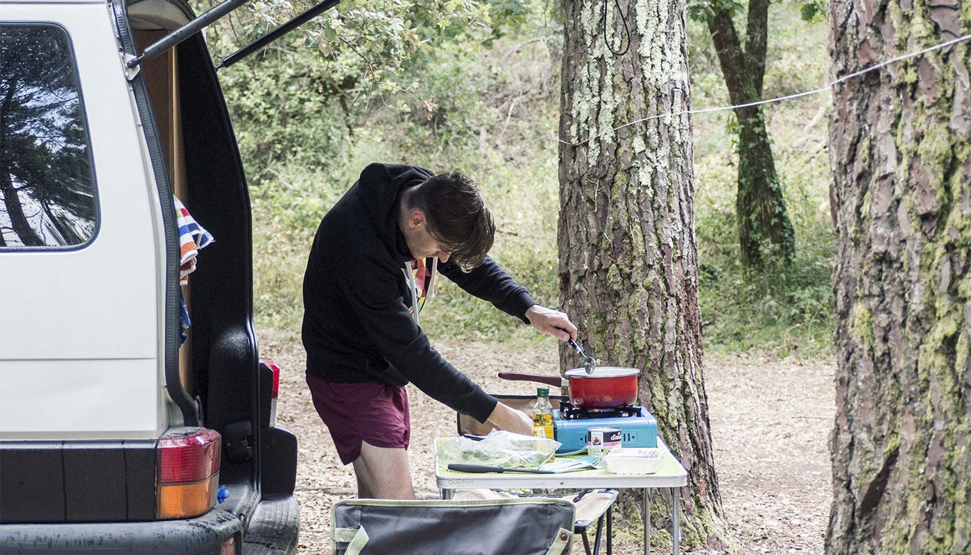 Stephan and Simon cooking